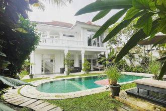 Dijual Villa di Batubelig dekat Villa Hotman paris (1)